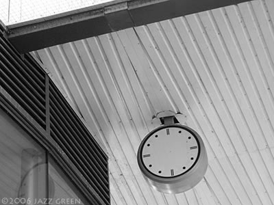 bus-station-clock-face-no-hands